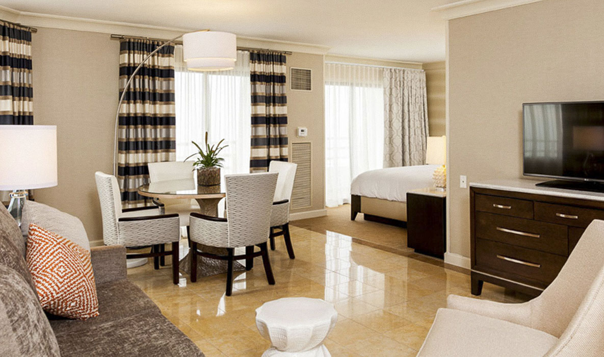 The Waterfront Beach Resort - a Hilton Hotel Huntington tower Rooms