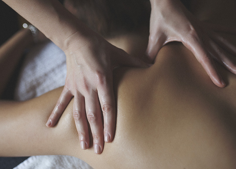 Drift - A Waterfront Spa offers Massages