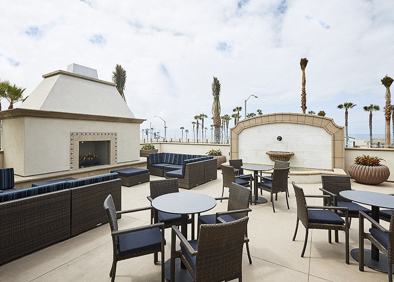 Waterfront Beach Resort, Huntington Beach Coastal Terrace